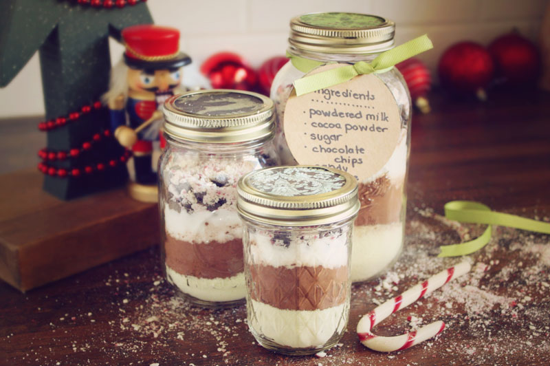 Jars of Candy Cane Cocoa: An Easy Gift to Make with Kids