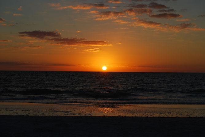 Napfelkelte a tengernél.