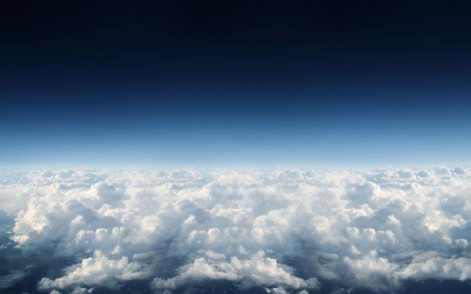 Felhők felett.
