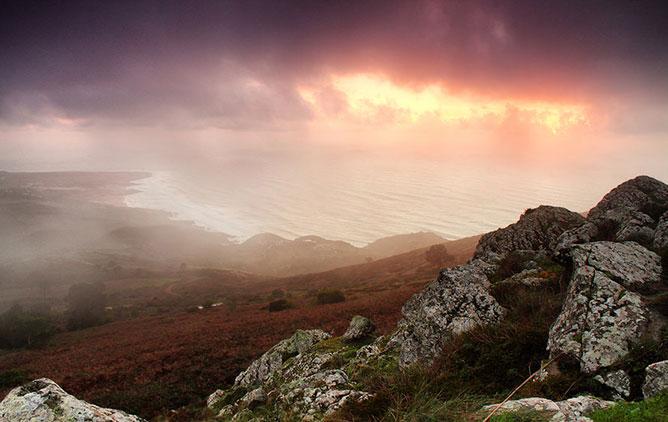 ébredő ködös reggel.
