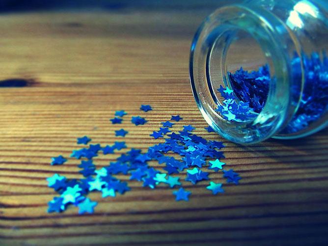 kék csillagocskák.