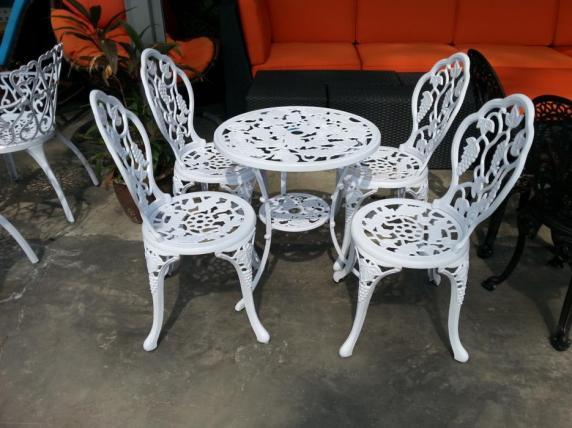 Cast aluminium dining set