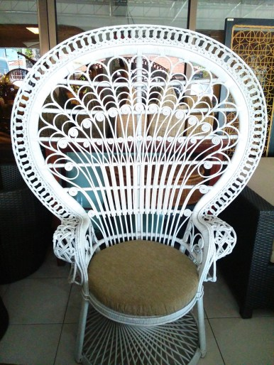 rattan-peacock-chair-white
