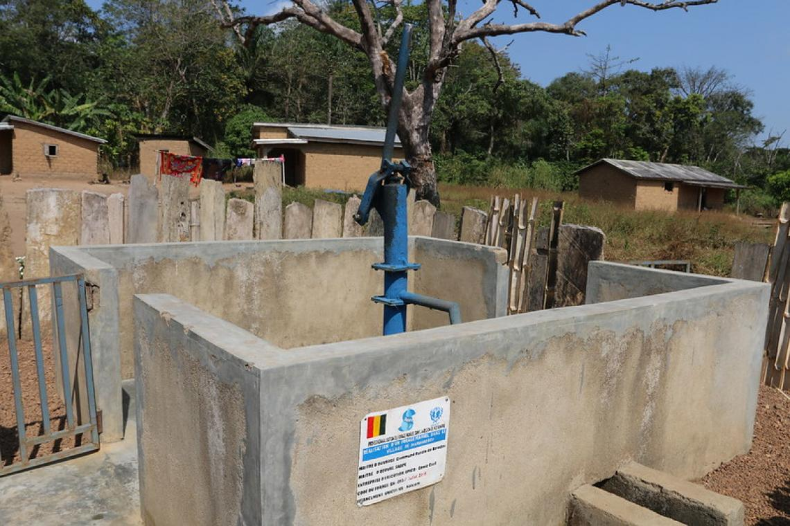 Forage manuel construit dans l'un des villages de Bolodou
