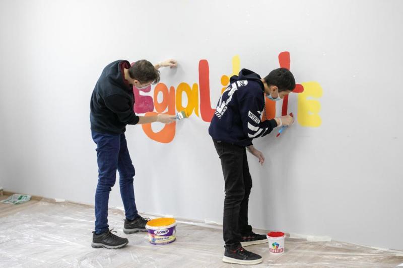 Adolescenții din Cahul participă la crearea unei picturi murale