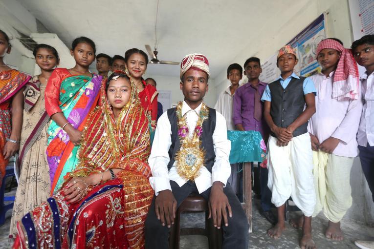 Adolescentes en Nepal presentan un drama sobre el matrimonio infantil como parte de un programa global para ayudar a educar y terminar con el matrimonio infantil