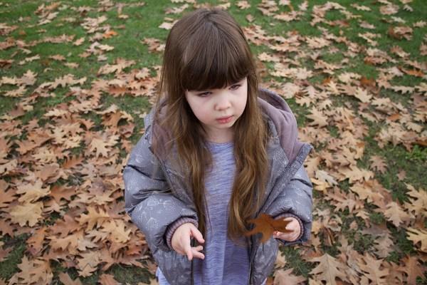 04-leaf-pile-gwen