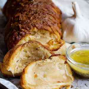 Easy Garlic Cheese Pull Apart Bread