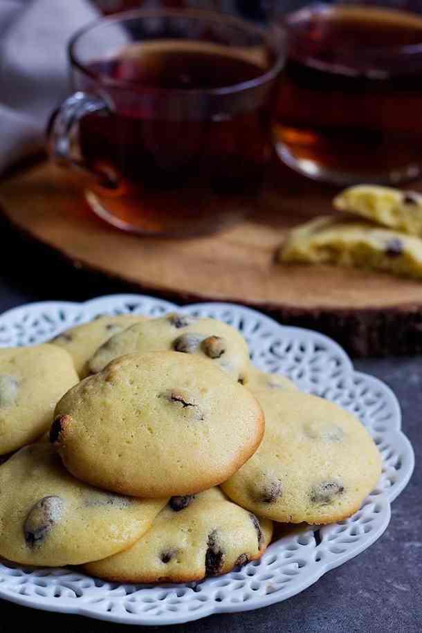 Shirini Keshmeshi - Raisin cookies have crispy edges and chewy centers.