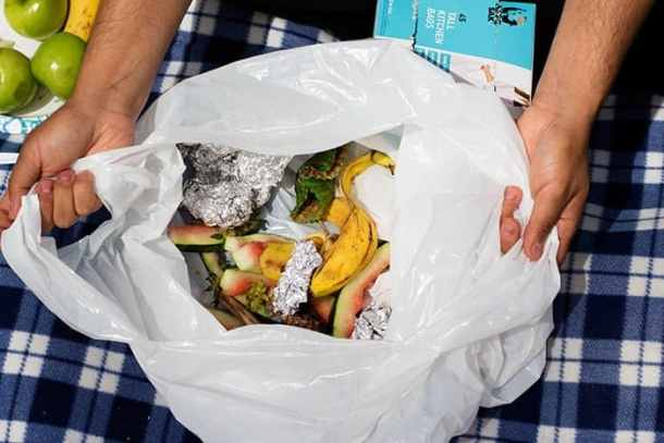 Put all the trash in a trash bag after your Sunday picnic and keep the nature clean.