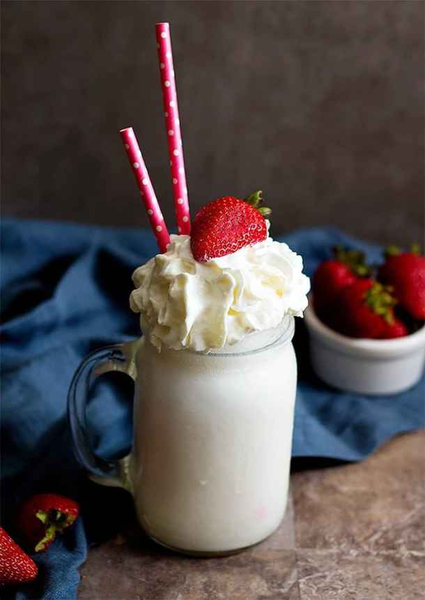 vanilla milkshake recipe is delicious and easy!