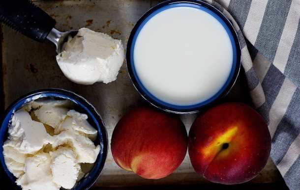 Healthy Milksake ingredients are peaches and nectarines, frozen yogurt and non fat milk.