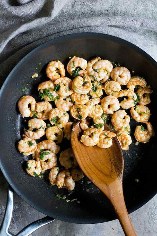 Cook the shrimps in olive oil for about a minute.