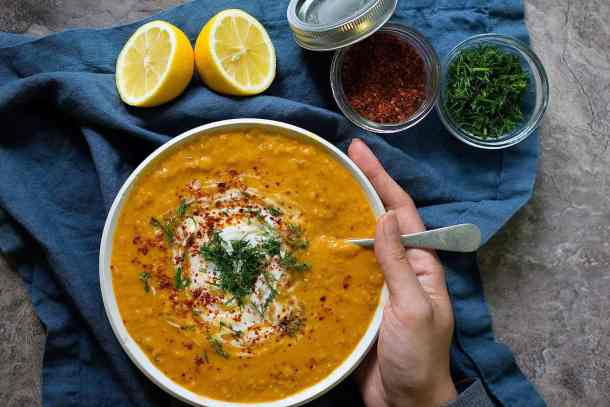 You can make this curry lentil soup with vegetable broth or chicken broth.
