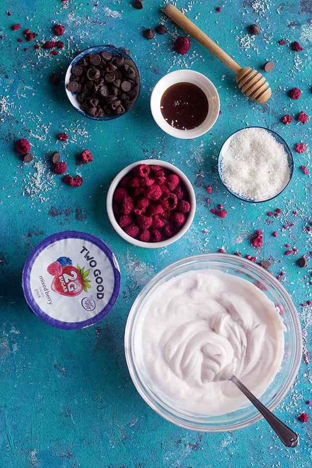 Mix honey with yogurt and spread in a tray.