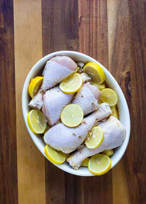 pour the sauce on the chicken and add lemon slices.