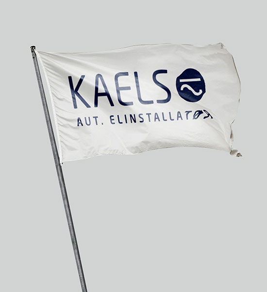 flagstangs flag med Kaels logo