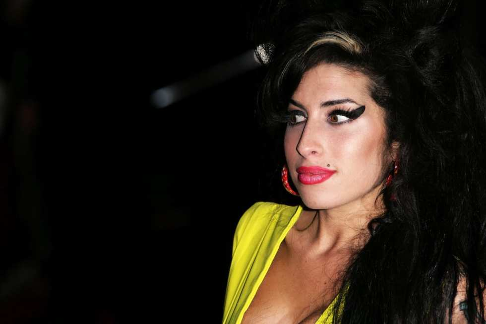 Member of the 27 club, Amy winehouse, in yellow dress