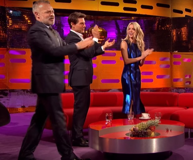 Graham Norton Got Zac Efron To Pole Dance And It Was Incredible zac e 2