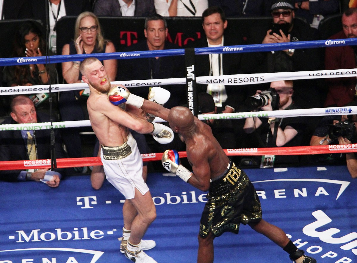 Doctor Reveals Real Reason Mayweather V McGregor Fight Was Stopped PA 32532748