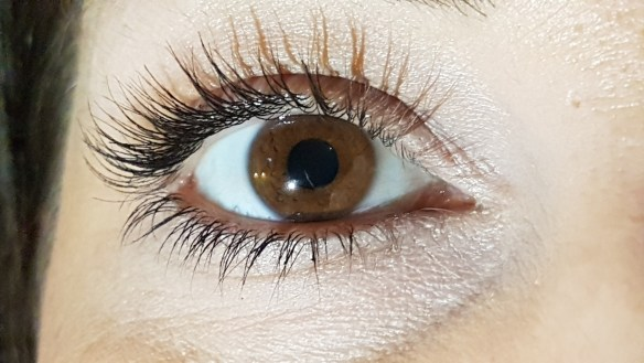 42d14d8bd93 Womans Eyelashes Fall Out After Botched Extension Job eye 2576890 1920