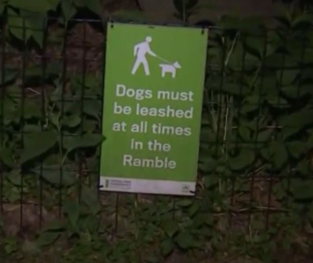 Sign which says dogs must be on leads