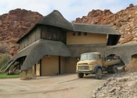 Diese Wüstenlodge wurde noch mit dem alten MB LKW versorgt.
