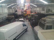 2 riesige Hallen, voll mit Unimogs