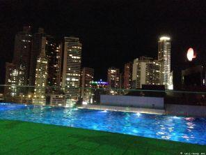 Im Stockwerk 30 ist der Außen- Schwimmingpool