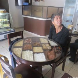 in einem der hübschen Kaffeehäuser der Stadt