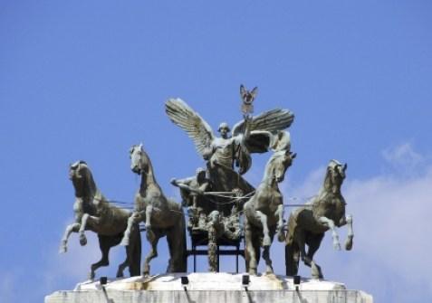 Statue-on-palazzo-di-giustizia-in-Rome1