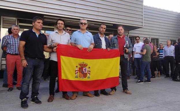 Decenas de policías vallisoletanos muestran su apoyo a los agentes destinados en Cataluña