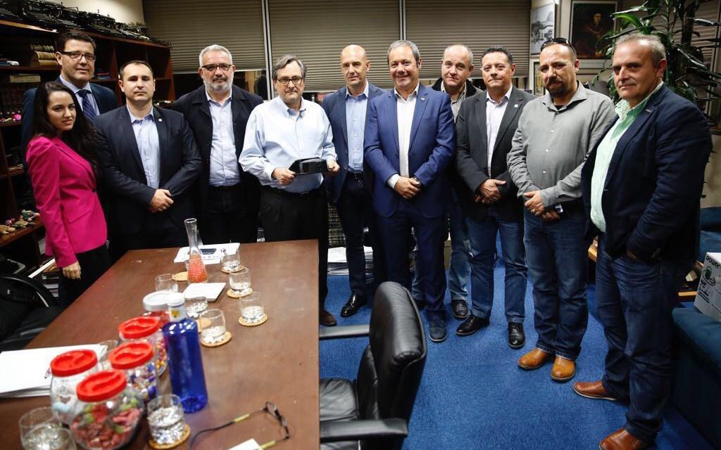 Reunion de UnionGC y resto de asociaciones con Francisco Marhuenda, director de «La razón»
