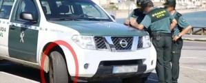 Ruedas absolutamente lisas en un vehiculo oficial