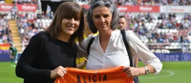 La capitana Alicia cumple 300 partidos – La sonrisa de la semana (05-10-15)