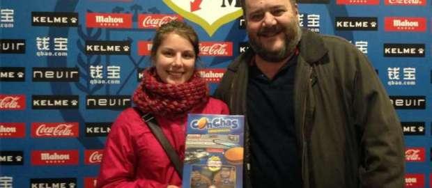 La ganadora del lote de productos CODAN recibe su premio