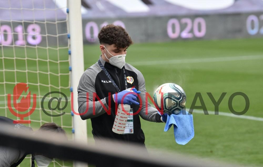 La vuelta al fútbol con mascarilla y distancia social - Unión Rayo