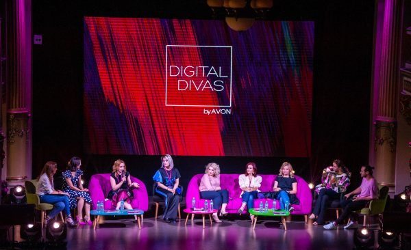 Digital Divas by Avon, eveniment la palat