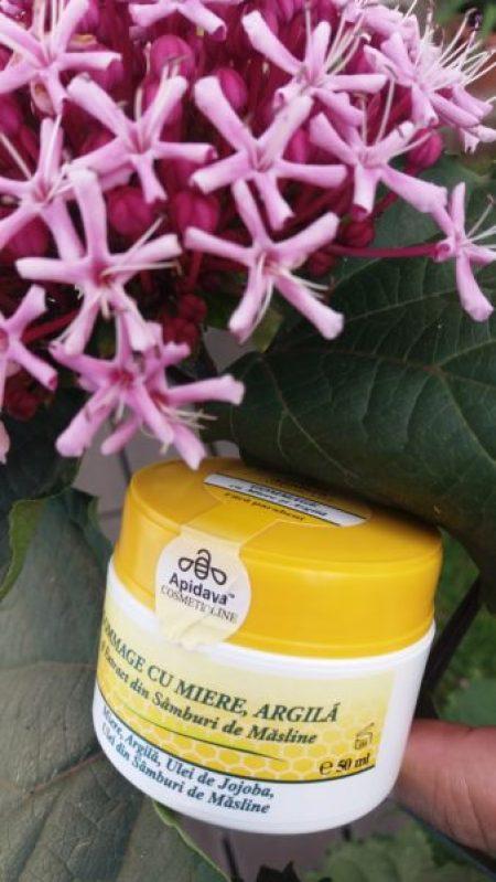 Ritualul de îngrijire al tenului pe bază de miere