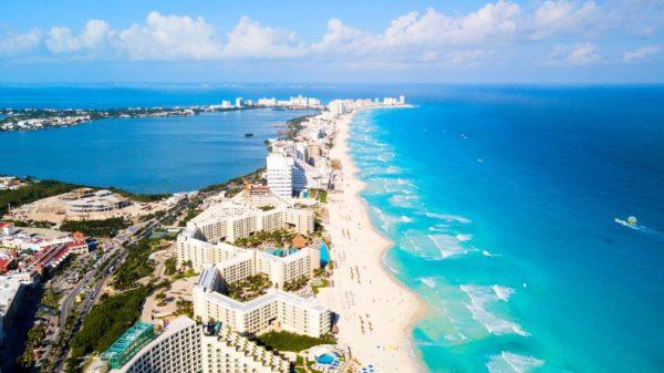 an aerial image of a beach in cancun mexico shutterstock 1028516449 Înconjurul lumii în cel mai scurt timp