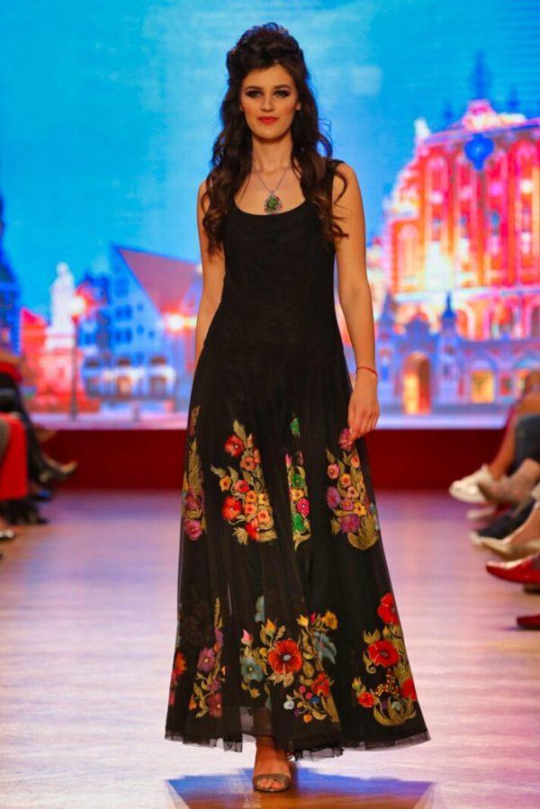 157617940 4162733237105298 1182647816041222452 o Prima (mea) întâlnire cu moda, cu fashion designerul