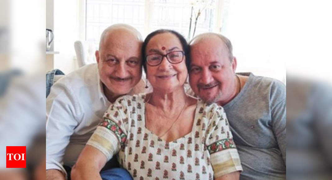 Anupam Kher confirms that his mother is in isolation ward, thanks fans for their support - watch video | Hindi Movie News