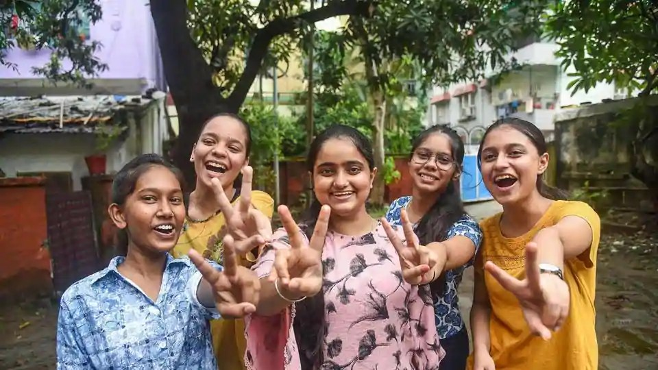 CBSE 12th Result 2020 Live Updates: CBSE declares class 12th result, how to check scores online and offline - education