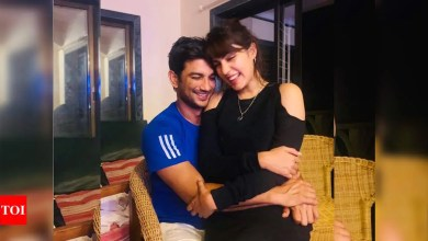 Sushant Singh Rajput's father files FIR against the late actor's girlfriend Rhea Chakraborty for abetment of suicide | Hindi Movie News