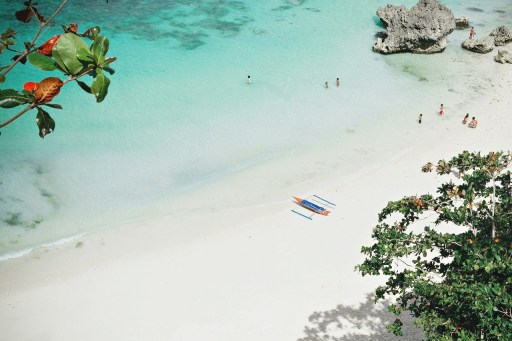 500 tourists were trapped in the island of Boracay, Philippines