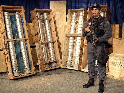 Centrifugadoras libias adquiridas a Pakistán para investigar la construcción de armas nucleares [Wikipedia]