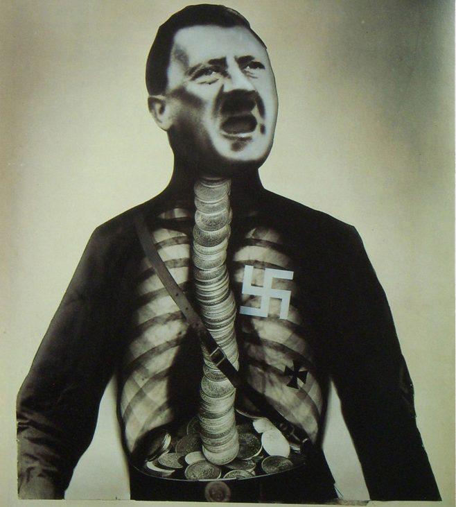 Supermán Hitler traga oro y escupe basura