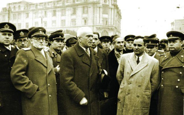 Andrei Vîşinski, Petru Groza şi Gheorghe Gheorghiu-Dej, la 14 martie 1945 - foto: cersipamantromanesc.wordpress.com