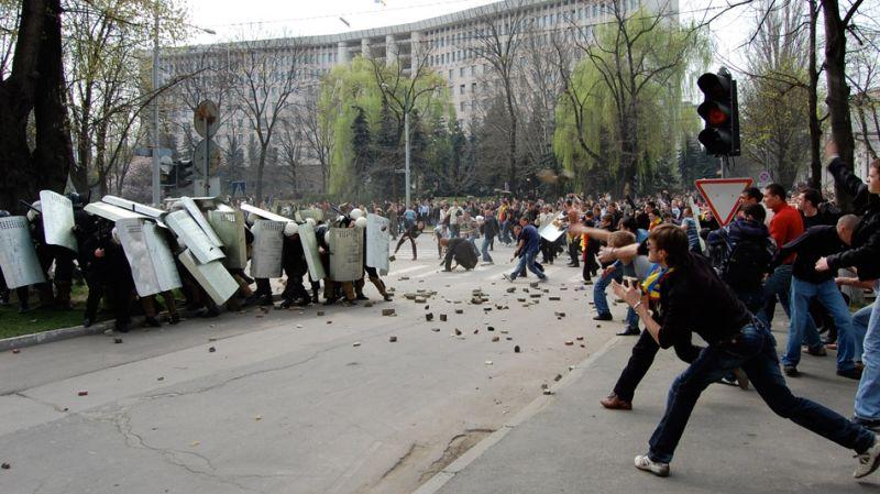 Imagini pentru demonstratiile de la chisinău 7 apr 2009 photos