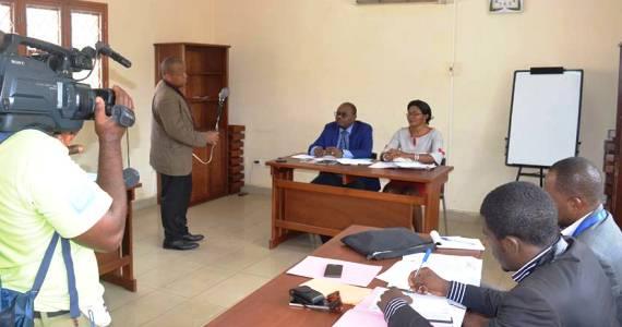 La vice-recteure de l'UDs en charge la recherche et de la coopération a tenu à modérer les échanges entre les journalistes et ke secrétaire permanent de la CRUFAOCI.